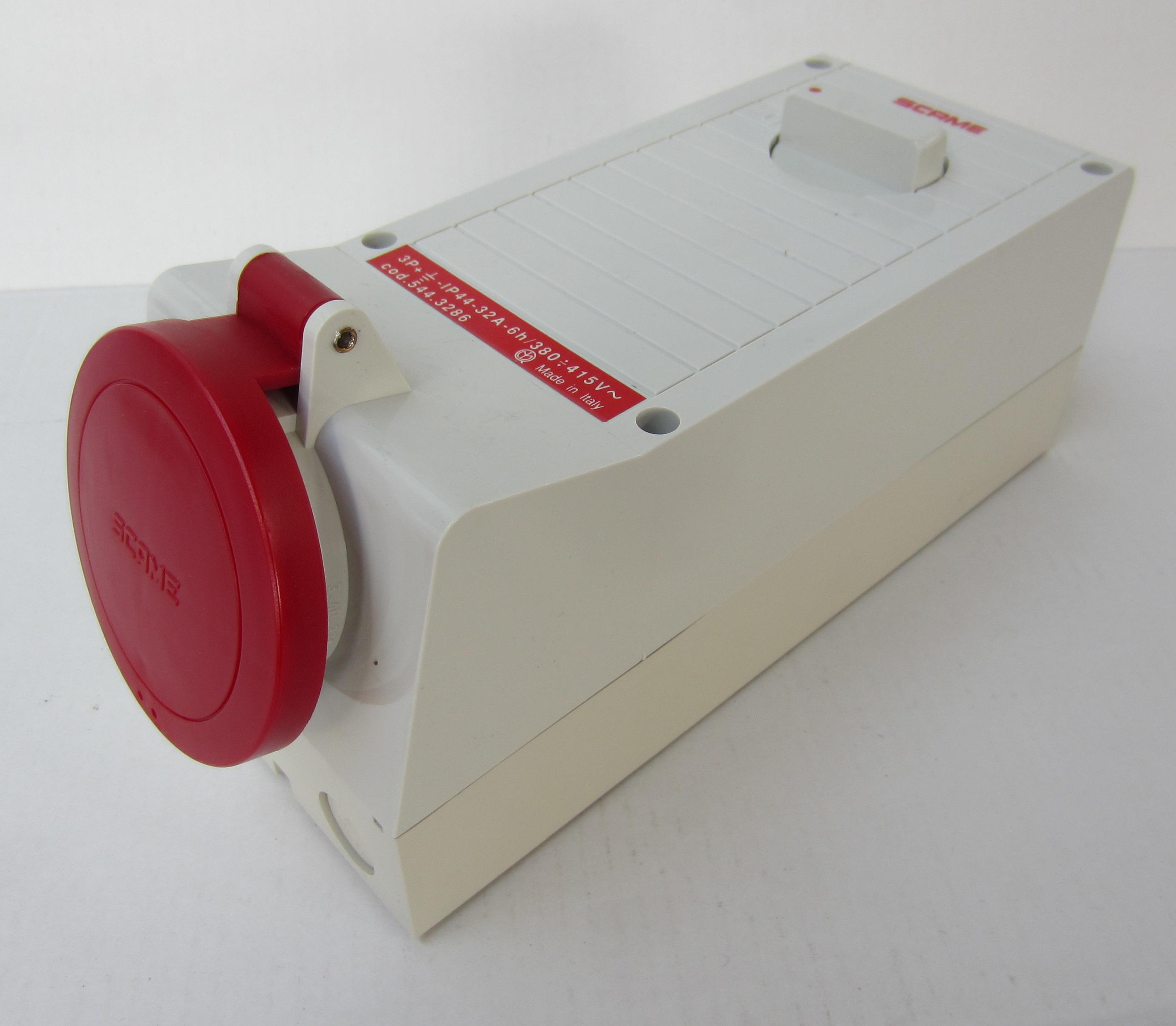 CEE-vergrendelbare contactdoos IP66 standaard 5-polig 32Amp. 400